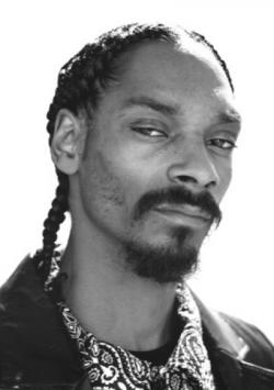 Snoop Dogg requests Love Stories From the users of Reddit