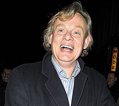 clune dating site Martin clunes 'it's a form of prostitution': martin clunes says actresses flirt with producers, as he responds to the harvey weinstein scandal the actor worked with weinstein on 1998's shakespeare in love and says he saw actresses 'draped over him.