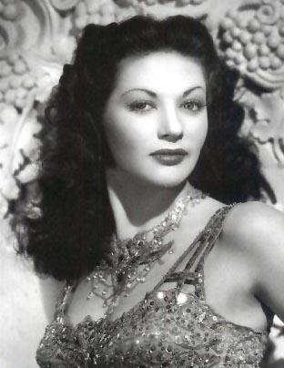 Yvonne De Carlo height